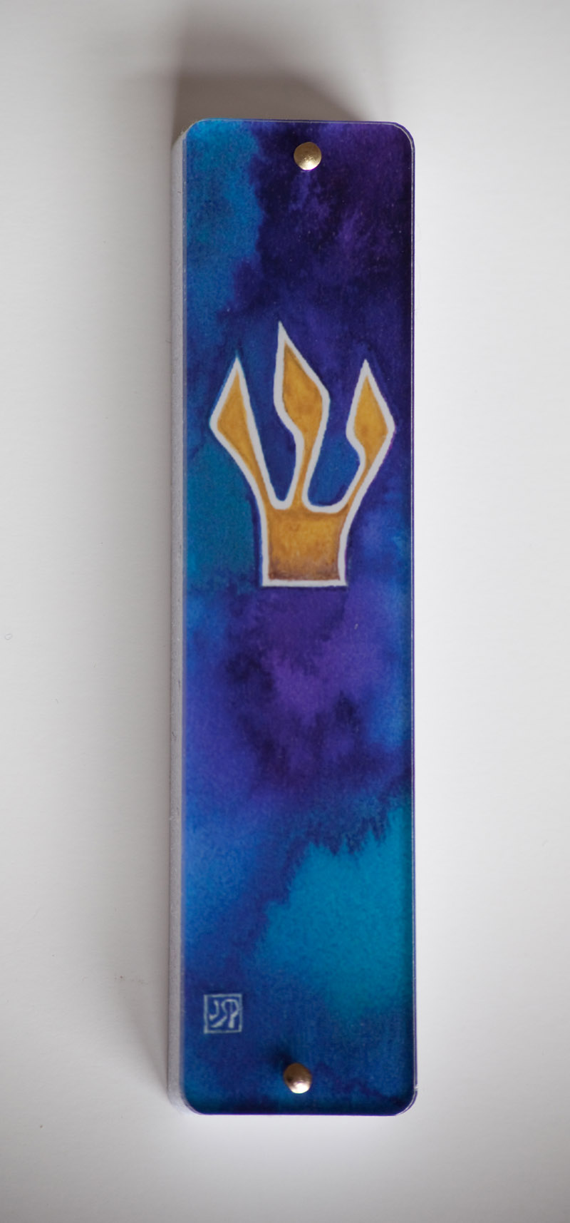 Shin as a Crown Mezuzah Case